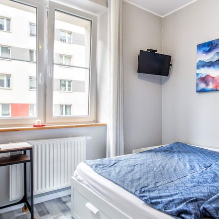 Rent this 3 bed room on Juliusza Lea 7 in 30-133 Kraków, Poland