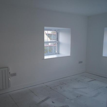 Rent this 2 bed apartment on Stratton Creber Countrywide in 31-32 Causeway Head, Penzance TR18 2SP