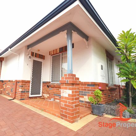 Rent this 3 bed townhouse on 7/9 Wynyard Street