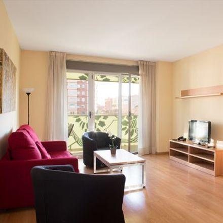 Rent this 3 bed apartment on Farmàcia Francesc Navarro García in Avinguda de la Fabregada, 56
