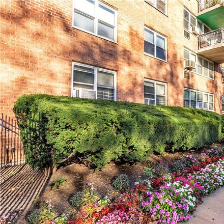 Rent this 2 bed condo on 875 Morrison Avenue in New York, NY 10473