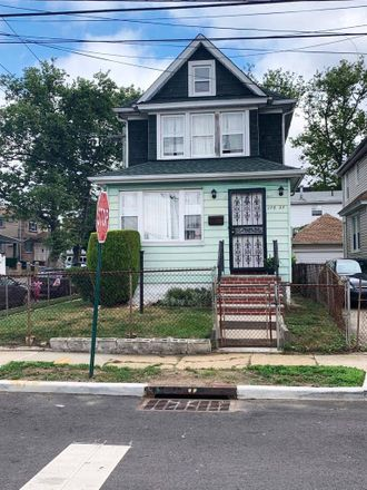 Rent this 3 bed house on 119th Road in New York, NY 11436