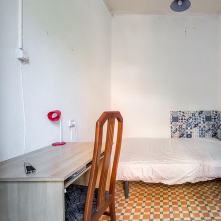 Rent this 4 bed room on Herbolari Margarida in Carrer de Lepant, 08001 Barcelona
