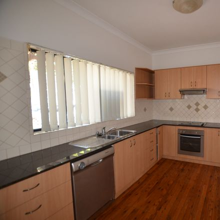 Rent this 2 bed apartment on 2/45 Bay Road
