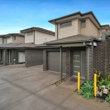 Rent this 2 bed townhouse on 4/45 Hatchlands Drive