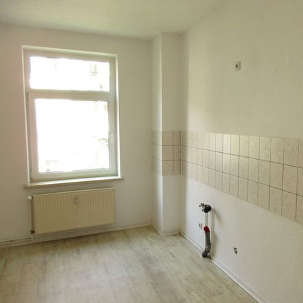 Rent this 3 bed apartment on Dodendorfer Straße 26 in 39112 Magdeburg, Germany