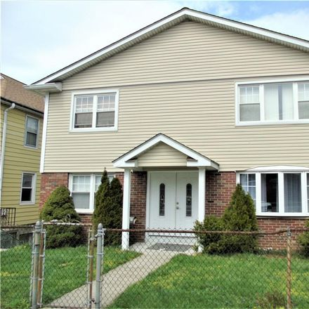 Rent this 3 bed townhouse on 15 Hill Terrace in Yonkers, NY 10701