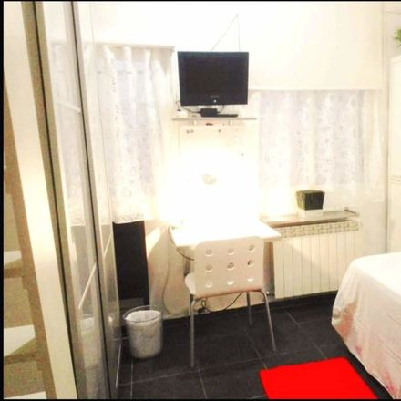 Rent this 3 bed room on Calle Andrés Borrego in 16, 28004 Madrid