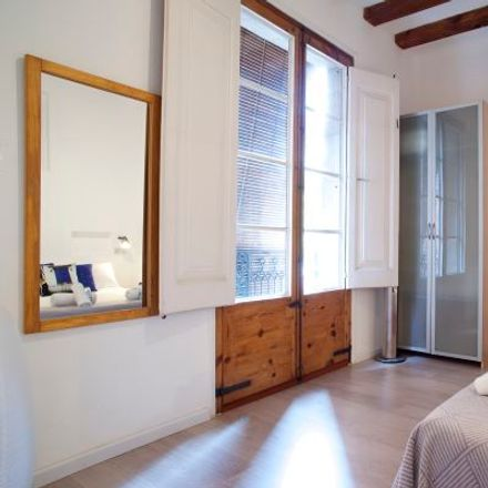 Rent this 3 bed apartment on Caixabank in Pla de Palau, 08001 Barcelona