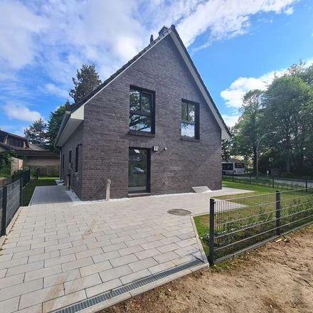 Rent this 5 bed house on Hamburg-Rahlstedt in Doberaner Weg, 22143 Hamburg