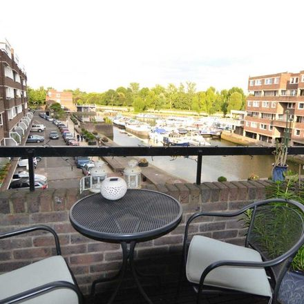 Rent this 3 bed apartment on Romulus Court in Dock Road, London TW8 8QJ