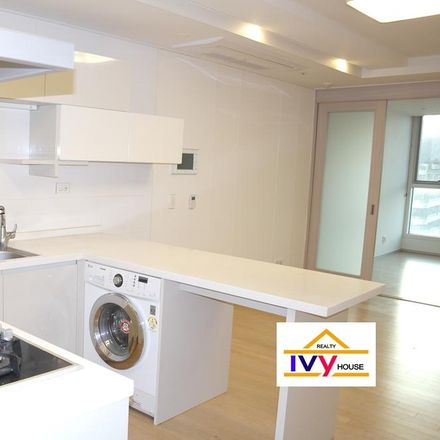 Rent this 1 bed apartment on 193-30 Sindang-dong in Jung-gu, Seoul