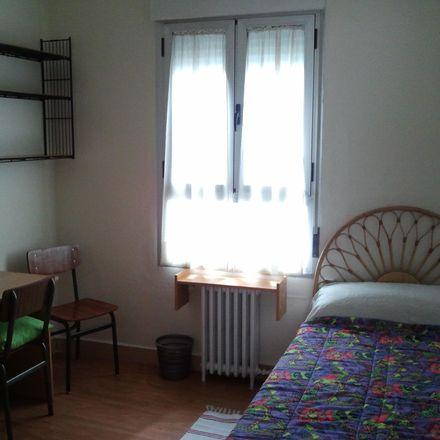 Rent this 1 bed room on Calle Gran Vía in 28, 37001 Salamanca