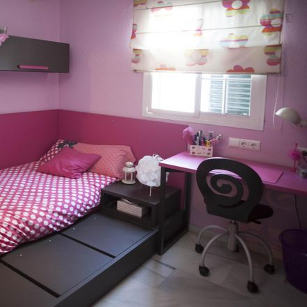 Rent this 3 bed room on Calle los Pueblos Blancos in 41920 San Juan de Aznalfarache, Spain