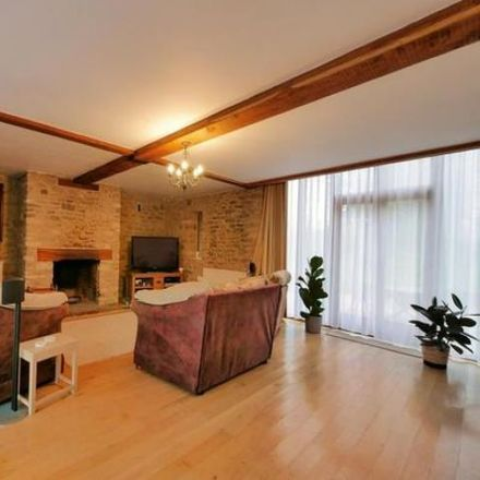 Rent this 5 bed house on Vale of White Horse SN7 8EG