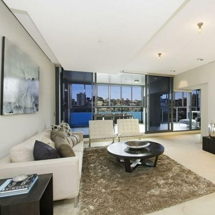 Rent this 3 bed apartment on 202/8 Glen Street