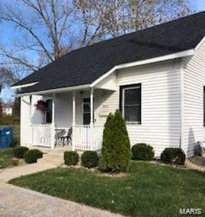 Rent this 3 bed house on 830 East 6th Street in Alton, IL 62002