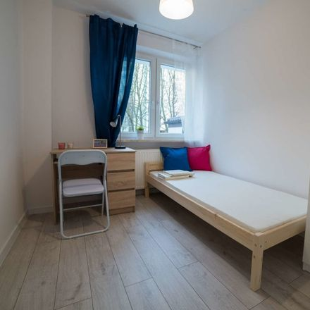 Rent this 6 bed room on Stefana Pieńkowskiego 4 in 02-668 Warsaw, Poland