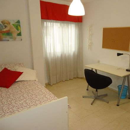 Rent this 3 bed room on Calle de los Reyes Católicos in 14008 Cordova, Spain