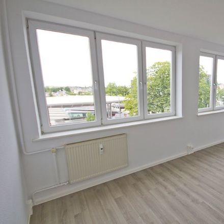 Rent this 3 bed apartment on Kirchnerstraße 1 in 06112 Halle (Saale), Germany