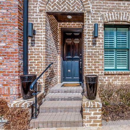 Rent this 3 bed condo on Dallas