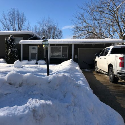 Rent this 4 bed house on Oswego Township in 27 Durango Road, Boulder Hill