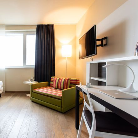 Rent this 1 bed apartment on Meile Moosach in Bunzlauer Platz, 80992 Munich