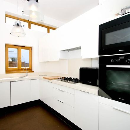 Rent this 3 bed house on Gomshall Marsh in Dorking Road, Guildford GU5 9NY