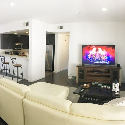 Rent this 1 bed room on 7053 Lanewood Avenue in Los Angeles, CA 90028