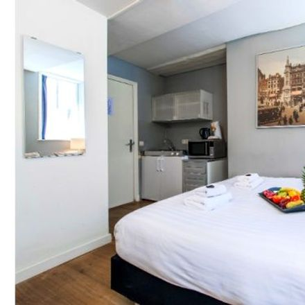 Rent this 1 bed apartment on Prins Hendrikkade 172A in 1011 TC Amsterdam, Netherlands