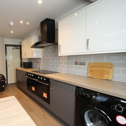 Rent this 1 bed room on Cambridge Street in Wakefield WF10 5BH, United Kingdom