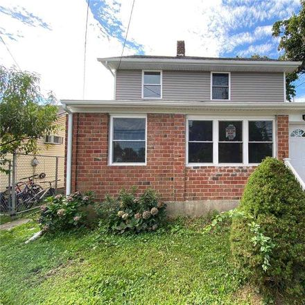 Rent this 4 bed house on 2 Aspen Gate in Plandome Manor, NY 11030