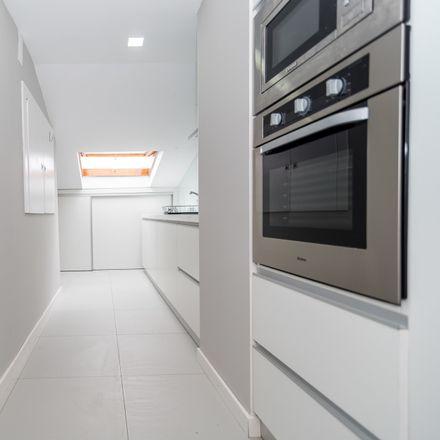 Rent this 7 bed room on R. Pinheiro Manso 22 in 3045-159 São Martinho do Bpo., Portugal