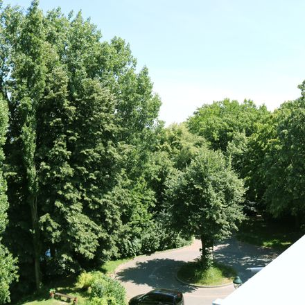 Rent this 3 bed apartment on Scheidlingsmühlenweg 61 in 40591 Dusseldorf, Germany
