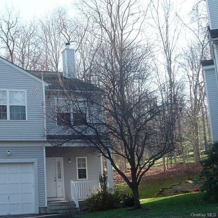 Rent this 3 bed townhouse on 1476 Iroquois Street in Lake Mohegan, NY 10588