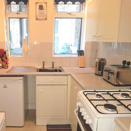 Rent this 2 bed apartment on O2 in Broadway, London W13 0SY