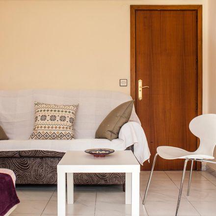 Rent this 5 bed room on Cafe Merced in Calle San Juan de Letrán, 29015 Málaga