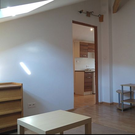 Rent this 2 bed room on Grunwaldzka in Poznań, Polonia