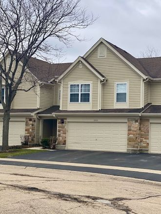 Rent this 3 bed townhouse on 2895 Ashling Court in Schaumburg, IL 60193