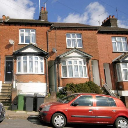 Rent this 3 bed house on Richmond Hill in Luton LU2 7RU, United Kingdom