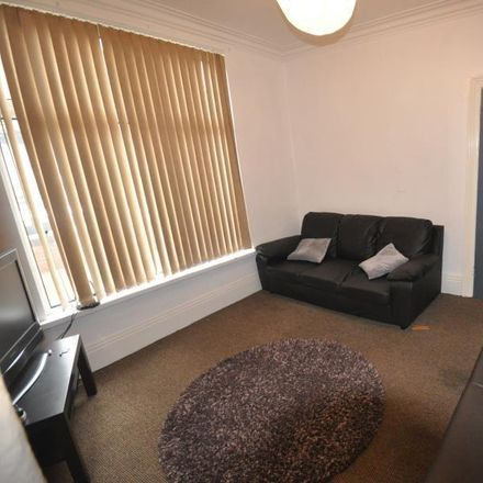 Rent this 5 bed room on Royal Park Avenue in Leeds LS6 1EZ, United Kingdom