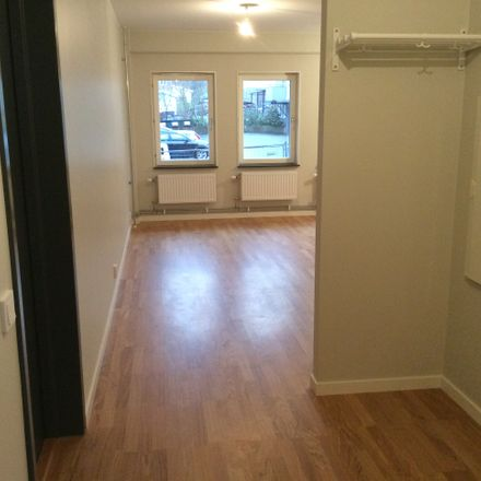 Rent this 4 bed apartment on 4 Wilhelmshavener Straße  Frankfurt 65933