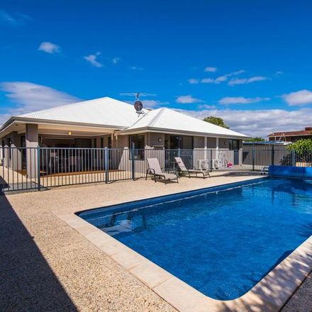 Rent this 6 bed house on 53 Creaton St