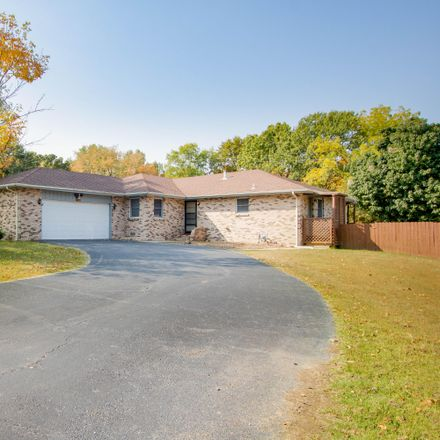 Rent this 3 bed house on 607 Terrace Drive in Aurora, MO 65605