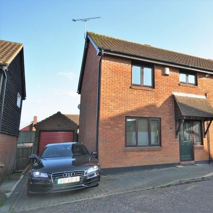 Rent this 3 bed house on Barlow's Reach in Chelmsford CM2 6QA, United Kingdom