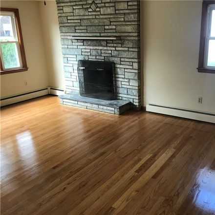 Rent this 3 bed townhouse on 9 Grandview Street in New Britain, CT 06053