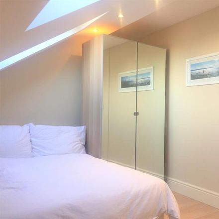 Rent this 2 bed apartment on Clovelly Road in London W4, United Kingdom