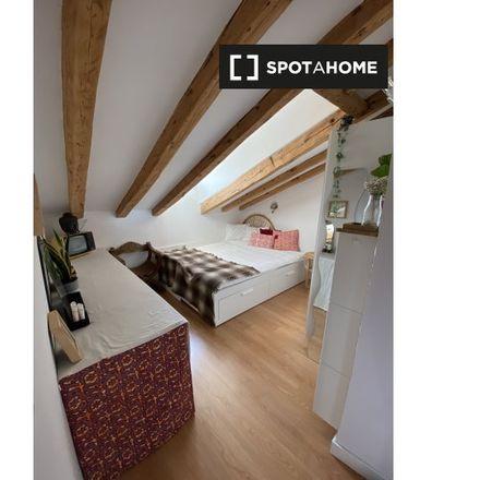 Rent this 2 bed room on Santa Eulalia in Calle del Espejo, 12