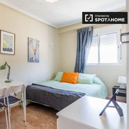 Rent this 4 bed apartment on La3 in Carrer del Pare Porta, 3