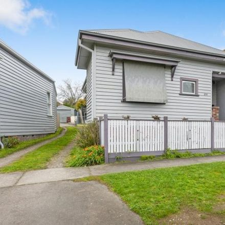 Rent this 3 bed house on 214 Doveton Crescent